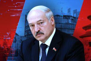 Лукашенко на трьох стільцях