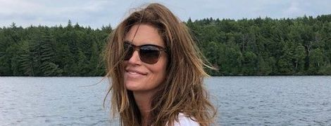 Нежится в бассейне: Синди Кроуфорд опубликовала фото с отдыха