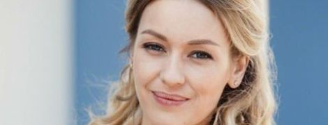 Відому акторку Євгенію Лозу заскочили за пестощами з колегою на пляжі під Києвом