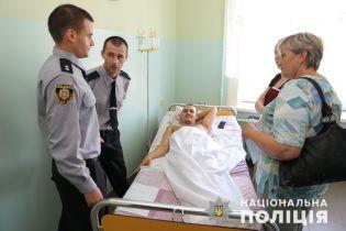 Дело граффити в поддержку Гандзюк. Князев наградил львовского полицейского оружием и квартирой