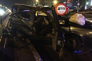 ДТП на столичных Осокорках: погиб один человек, восемь пострадавших