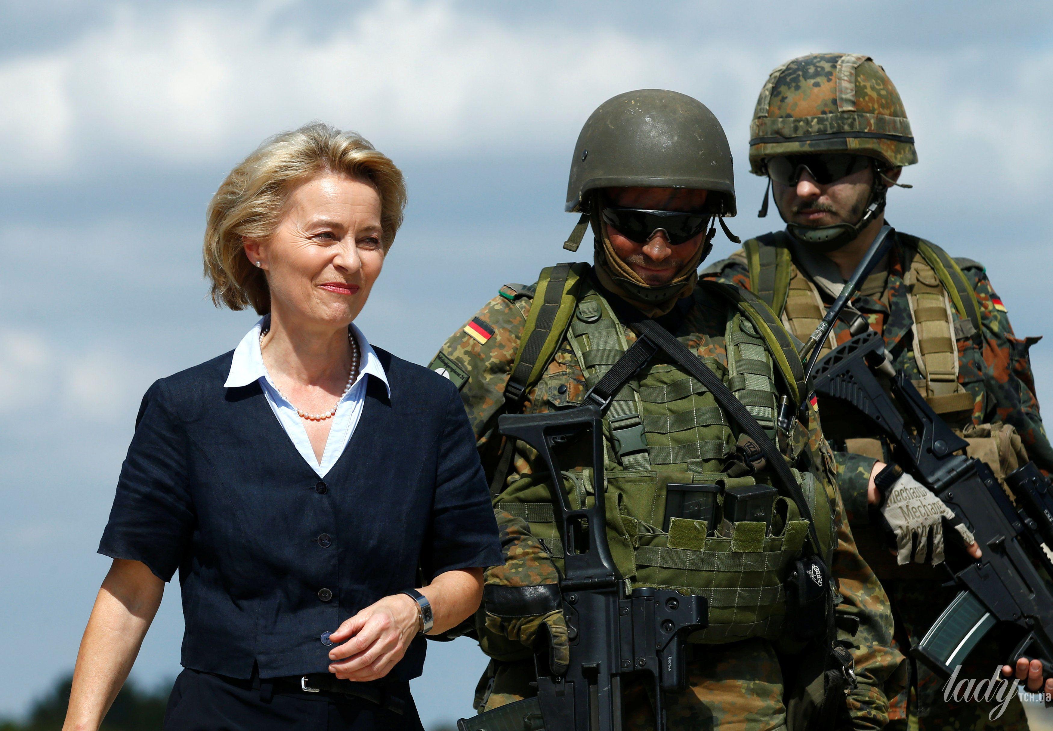 Министр обороны Германии_6
