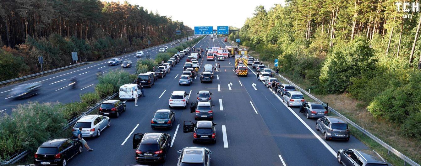 Три міністерства об'єднаються, щоб знизити смертність на дорогах України