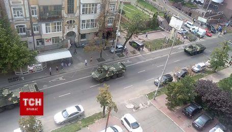 По улице Киева проехались танки во время подготовки к военному параду