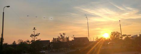 """""""Искусство"""" и """"гордость"""": киевляне в соцсетях обсуждают самолеты над столицей"""