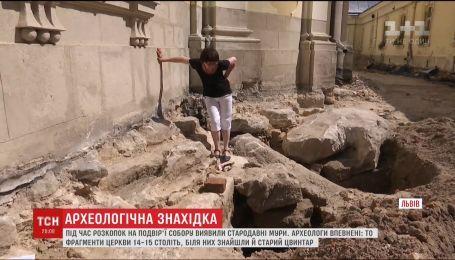 Во Львове во время раскопок во дворе собора обнаружили древние стены