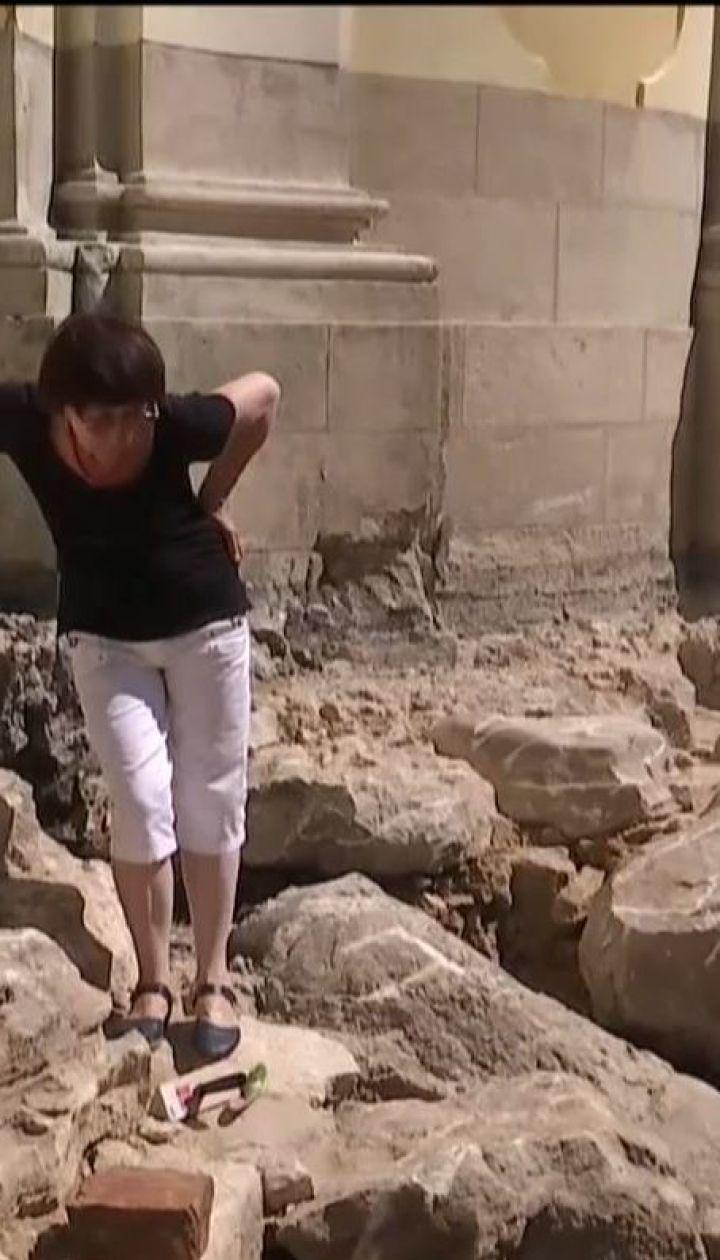 У Львові під час розкопок на подвір'ї собору виявили стародавні мури