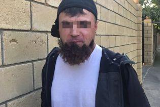 """В Одессе задержали киллера, у которого отклеилась """"борода"""", когда он шел на """"дело"""""""