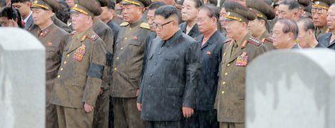 Похороны маршала под дождем и посещение фабрики медприборов: KCNA показало работу Ким Чен Ына