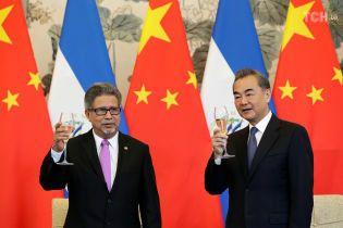 Сальвадор розриває дипломатичні відносини із Тайванем на користь Китаю