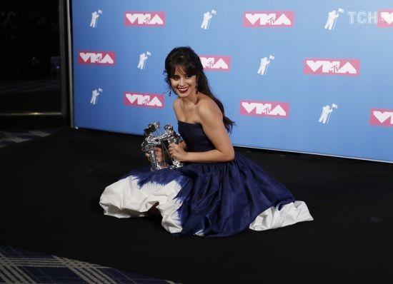 MTV Video Music Awards: прозорі сукні зірок та переможці премії