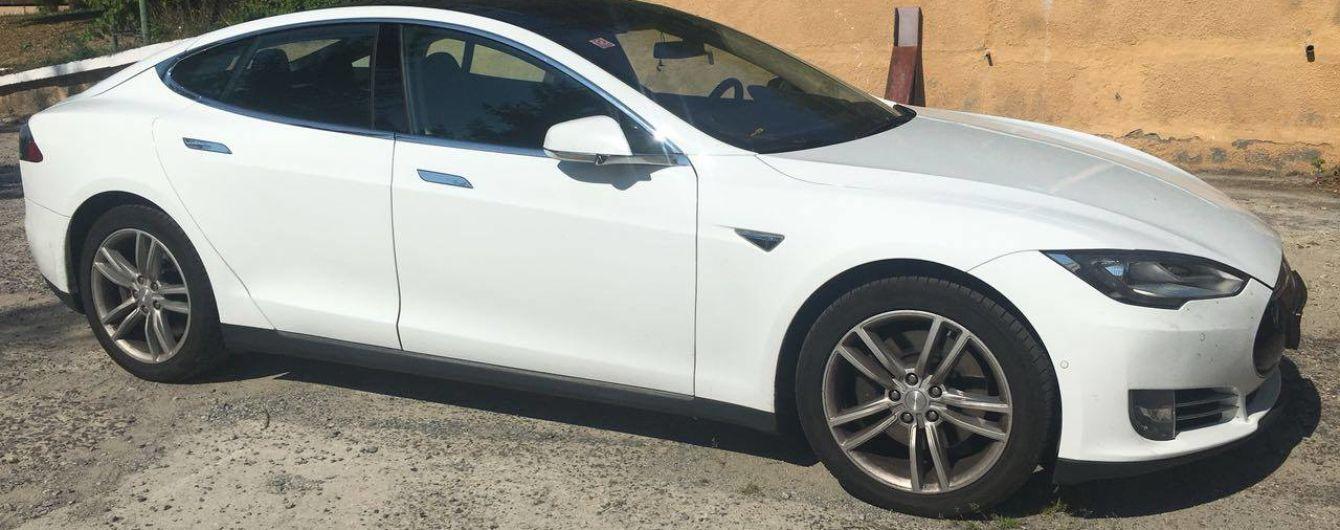 В США электрокар Tesla вез в стельку пьяного водителя на автопилоте