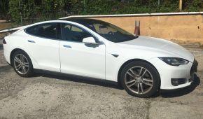 Tesla Model S не пустили в Україну за заниженою ціною