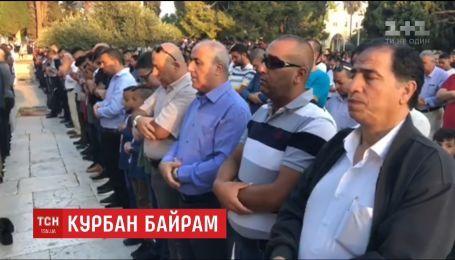 В главной мечети Киева провели совместную молитву, посвященную Курбан-байраму
