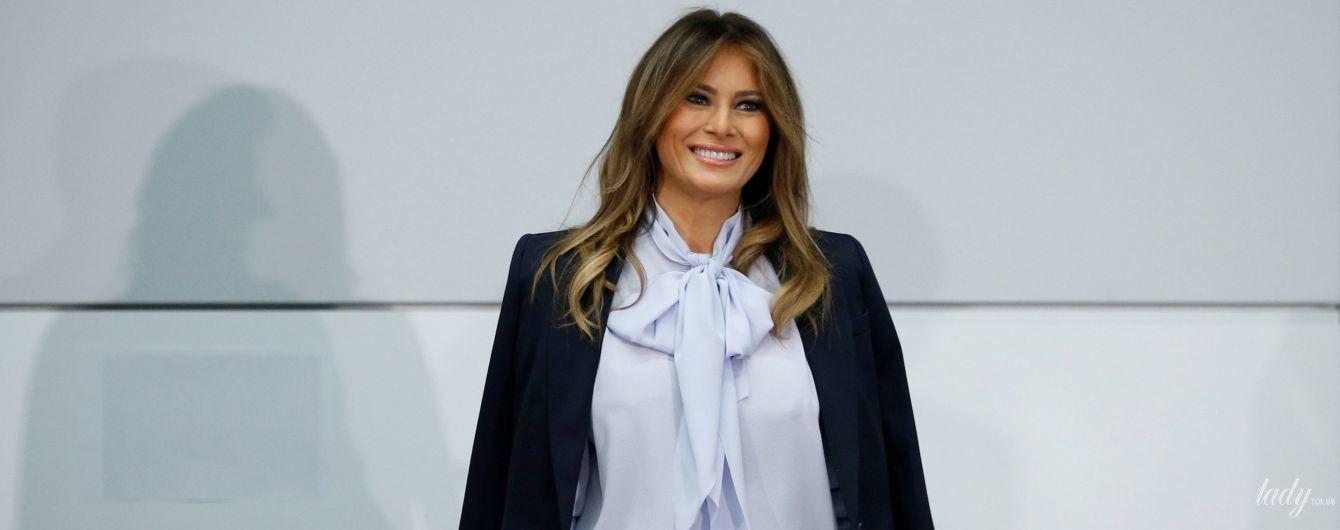 У блузці з бантом і на шпильках: стильна Меланія Трамп виступила на саміті