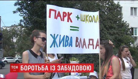 Жители Вишневого протестуют против строительства многоэтажки вместо парка
