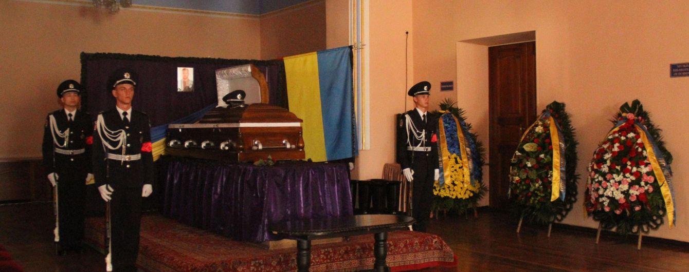 У Харкові поховали застреленого поліцейського, у місті посилюють патрулювання