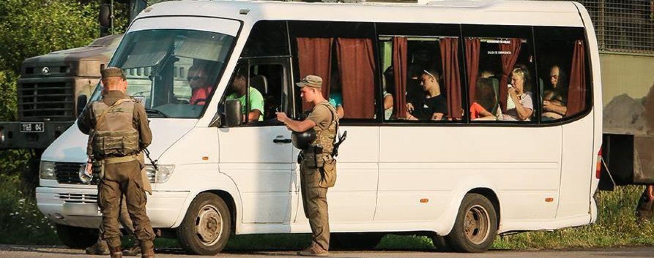 "Сняли с автобуса и арестовали. На Донетчине задержали сторонника ""ДНР"""