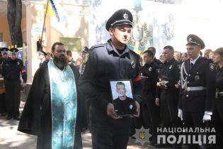 Порошенко нагородив орденом вбитого у Харкові патрульного поліцейського