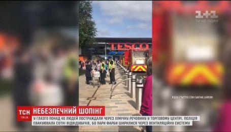 В Шотландии более 40 человек пострадали из-за химического вещества в торговом центре