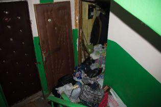 В Киеве в заваленной хламом квартире обнаружили труп