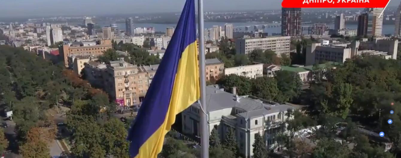 В Днепре поднят самый большой над городами флаг Украины