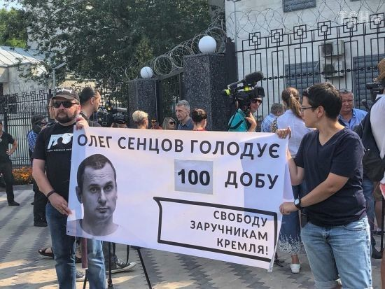 """""""Це тортури"""". Правозахисники вимагають негайного звільнення Сенцова"""