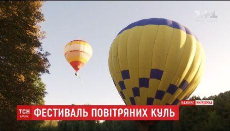 Украинский флаг на воздушных шарах запустили в небо над Белой Церковью