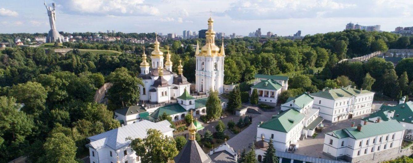 """Хвиля """"мінувань"""" у столиці. Вибухівку шукають у Києво-Печерській лаврі та Андріївській церкві"""