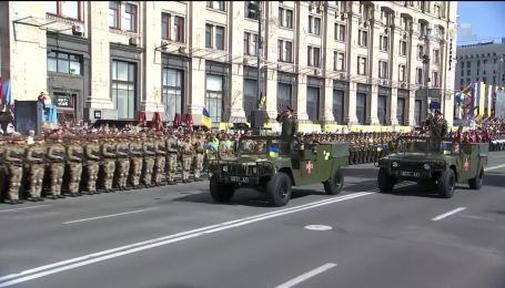 """На параде ко Дню Независимости впервые прозвучало в качестве приветствия """"Слава Україні"""""""