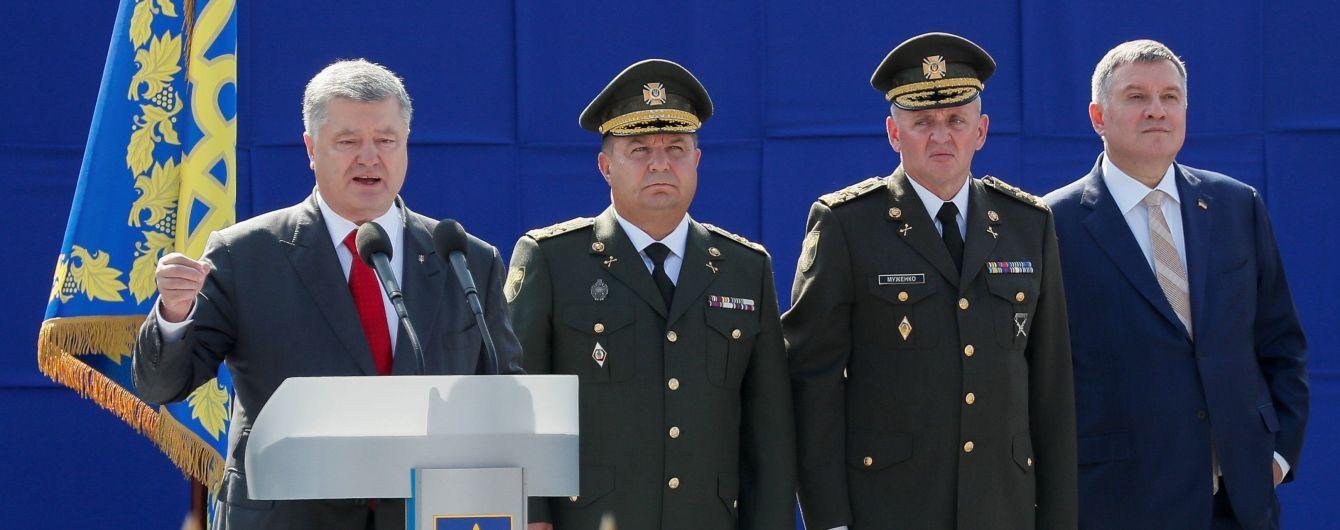 Порошенко звільнив Полторака з військової служби