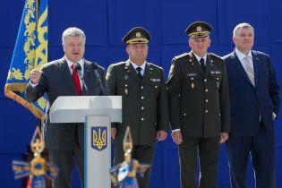Порошенко уволил Полторака с военной службы