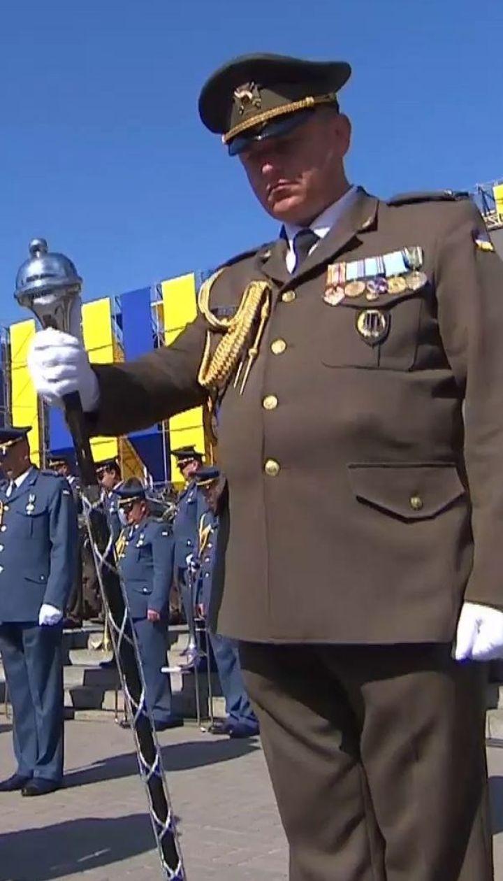 Українці вшанували пам'ять загиблих військових і цивільних хвилиною мовчання