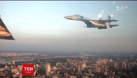 Проліт авіації над Хрещатиком під час параду до Дня Незалежності