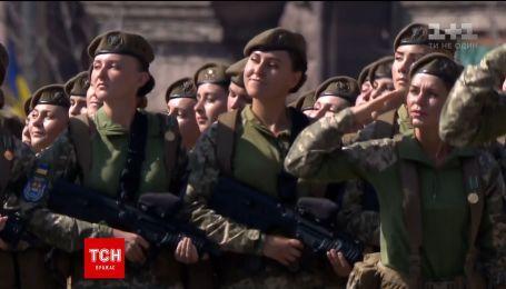 В параде ко Дню Независимости впервые приняли участие женщины-военные