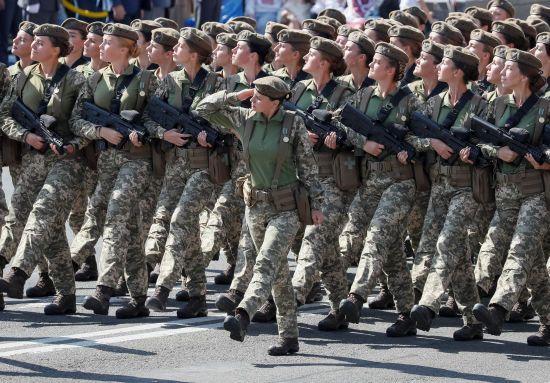 Верховна Рада ухвалила закон про рівні права в армії чоловіків та жінок
