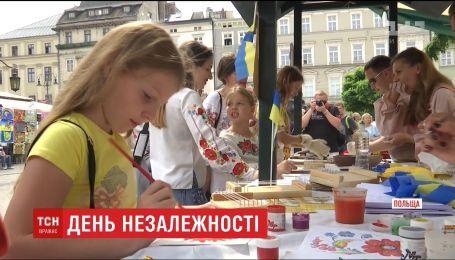 С украинскими песнями и танцами в Кракове отпраздновали День Независимости Украины