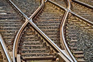 В Калифорнии пассажирский поезд сошел с рельсов: более 20 пострадавших