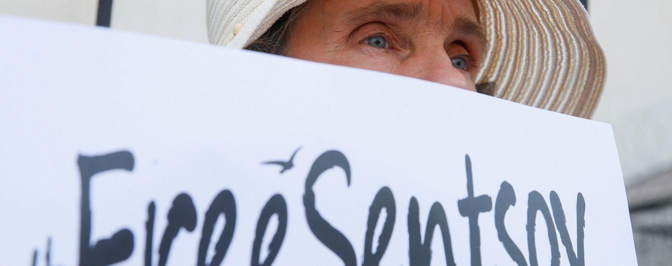 В Москве состоялись одиночные пикеты в поддержку Сенцова