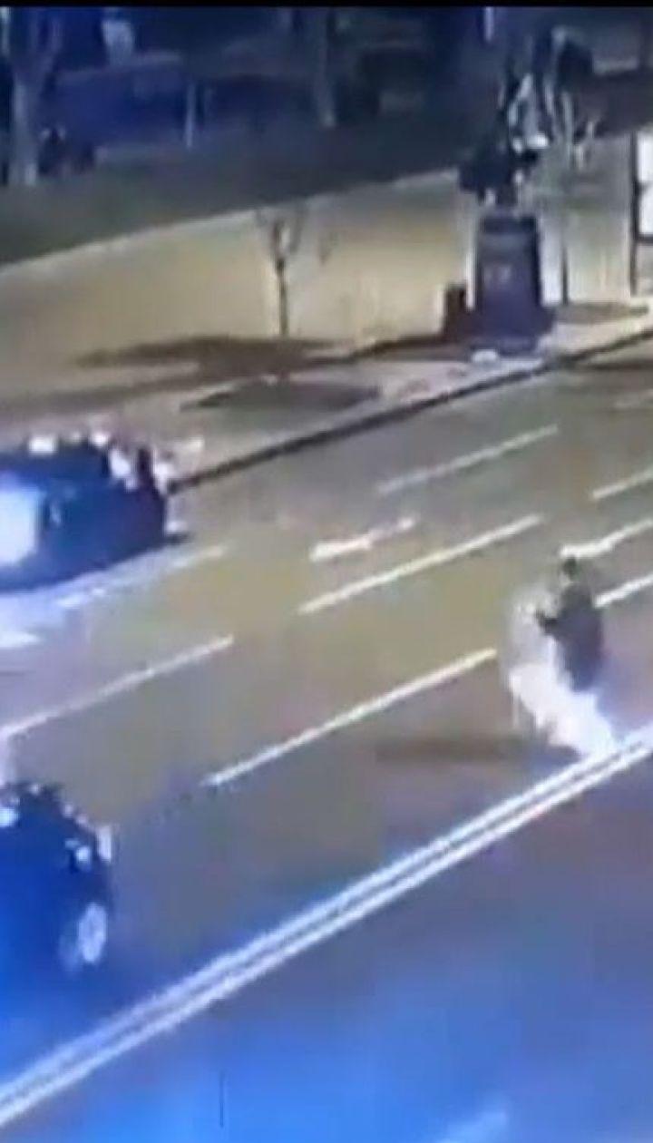 На Хрещатику BMW на шаленій швидкості збила пішохода