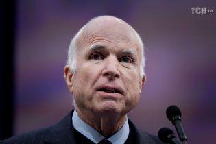 Семья Маккейна не пригласит Трампа на похороны, чтобы исполнить последнюю волю умершего