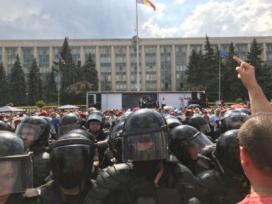 Парламент Молдови таки спромігся призначити прем'єр-міністерку та обрати голову парламенту