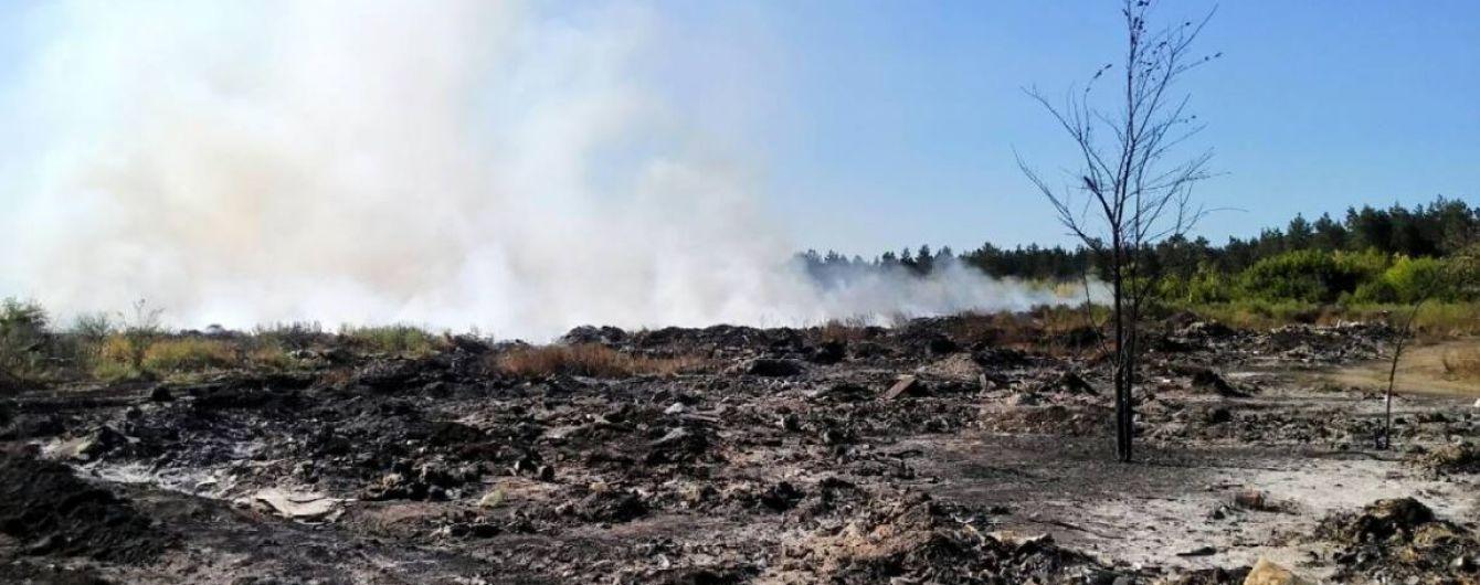 На Харьковщине горит огромная свалка