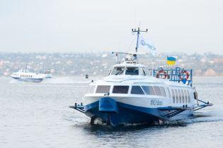 """В Україні відновлюють унікальні теплоходи """"Ракета"""" на підводних крилах"""