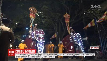 На Шри-Ланке прогремел традиционный фестиваль буддистов
