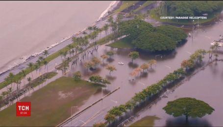 На Гаваях після шторму прогнозують зсуви ґрунту й повені