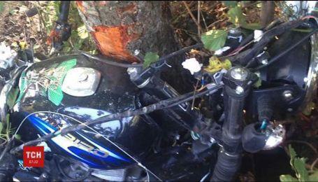 На Ровенщине трое подростков разбились на мотоцикле