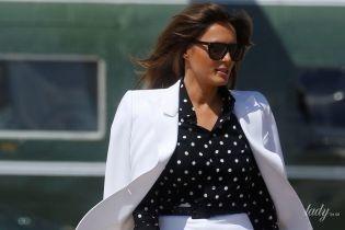 У білому костюмі і пітонових човниках: Меланія Трамп у стильному образі відвідала дитячу лікарню