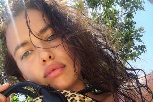 Мокрая и в бикини: Ирина Шейк поделилась снимком с отдыха