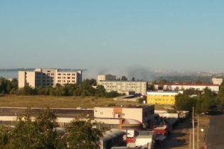 Головная боль и тошнота. В Луганской области горели отстойники завода, люди до сих пор страдают от вони